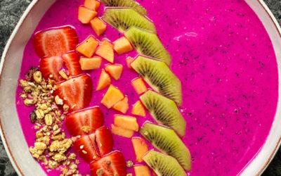 Dragon Fruit & Strawberry Smoothie bowl